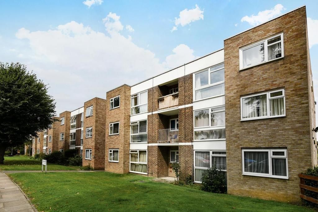 1 Bedroom Flat for sale in London Lane, Bromley