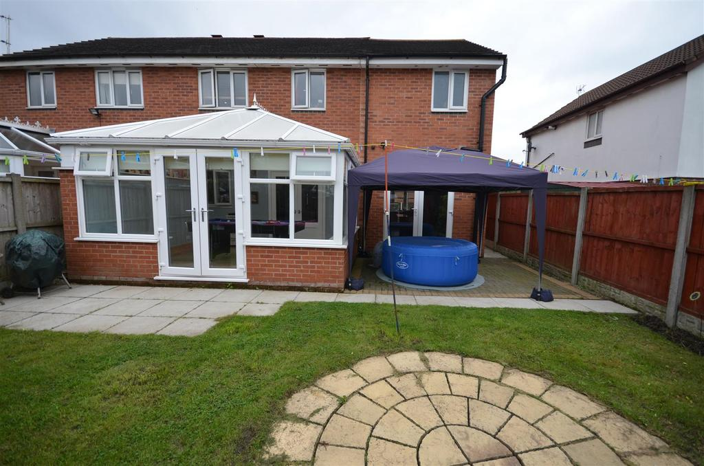 4 Bedrooms Semi Detached House for sale in Roysten Gardens, St. Helens