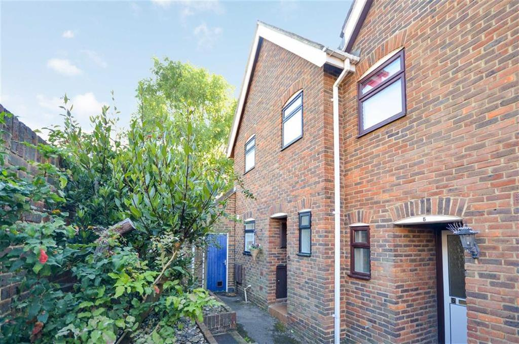 2 Bedrooms End Of Terrace House for sale in Arundell Place, Farnham