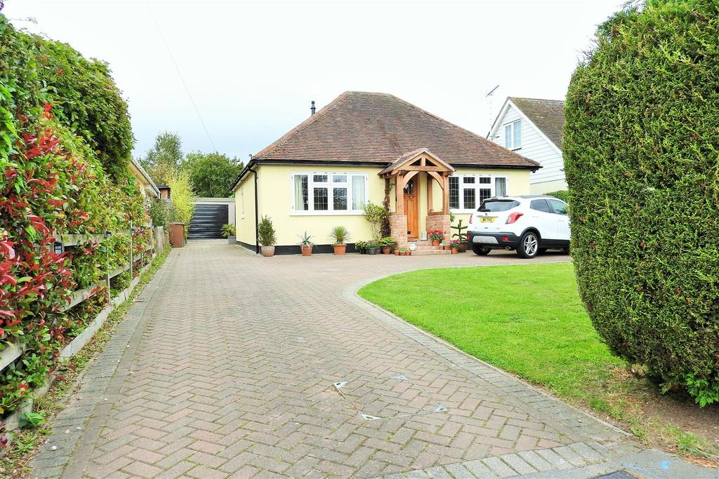 3 Bedrooms Detached Bungalow for sale in Church Road, Boreham, Chelmsford