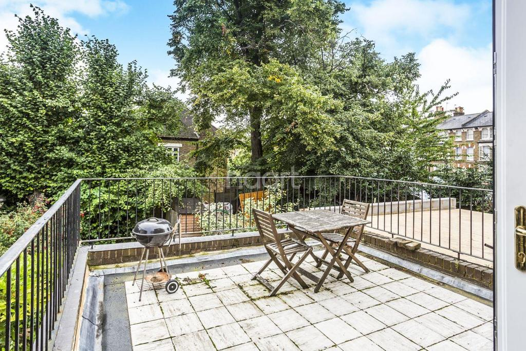 1 Bedroom Flat for sale in Oakhurst Grove, East Dulwich, London, SE22