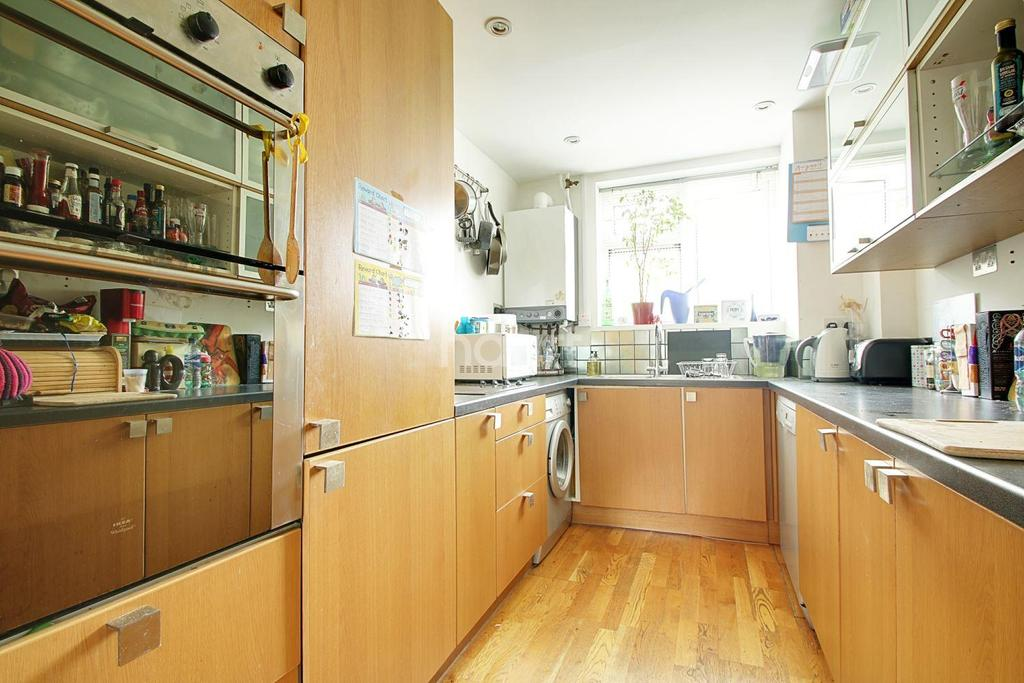 2 Bedrooms Maisonette Flat for sale in Wilson Close, Cambridge, CB4