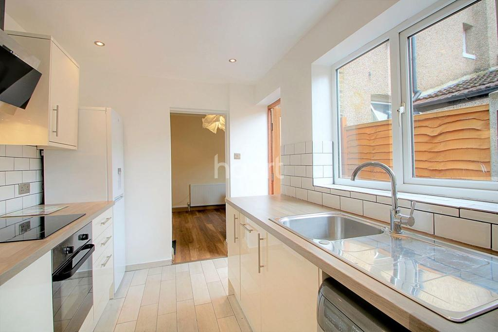 2 Bedrooms Terraced House for sale in Glenavon Road, Stratford, London, E15