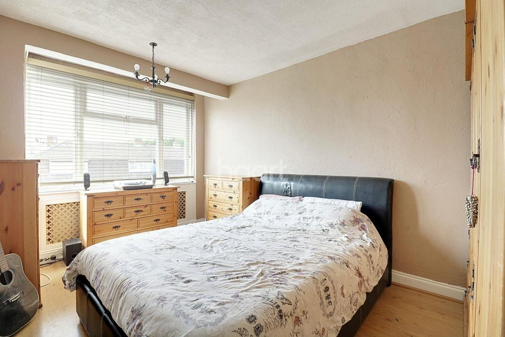 3 Bedrooms Terraced House for sale in Bellevue Road, Collier Row, Romford