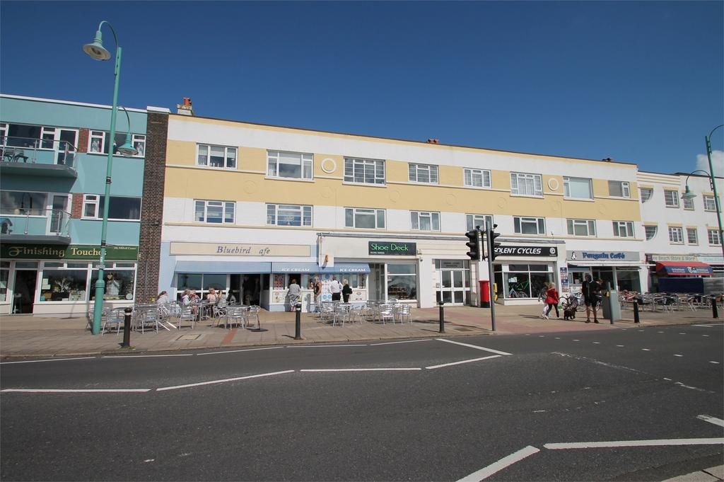 2 Bedrooms Flat for sale in Marine Parade West, Lee-on-the-Solent, Hampshire