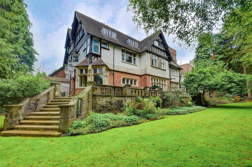 1 Bedroom Flat for sale in Heatherbank, Tower Road, HINDHEAD, Surrey