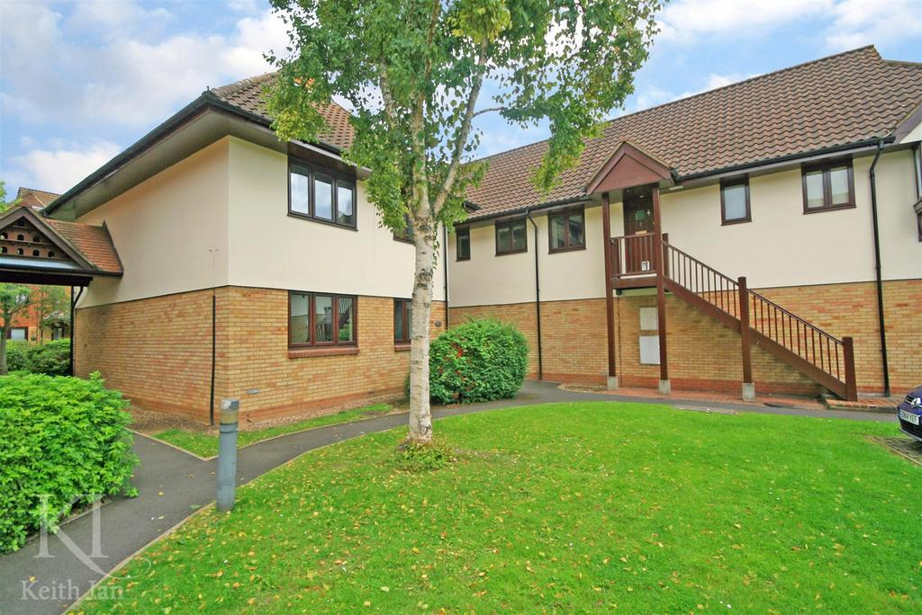 2 Bedrooms Apartment Flat for sale in G/Floor with GARAGE, Star Holme Court, Ware