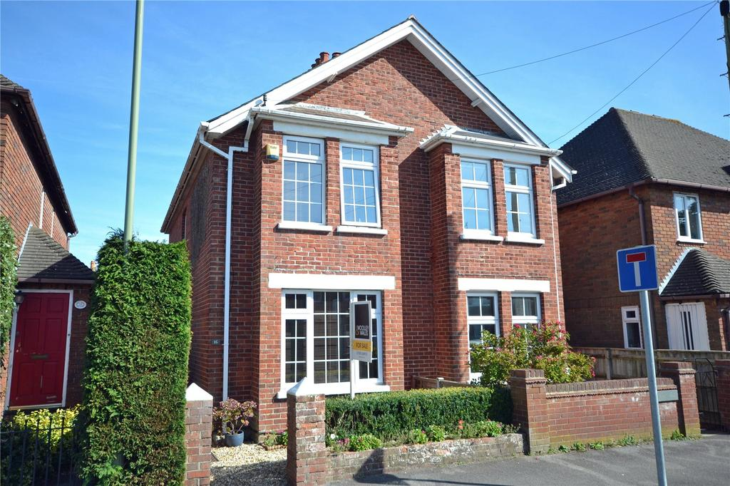 2 Bedrooms Semi Detached House for sale in Eastern Road, Lymington, Hampshire, SO41