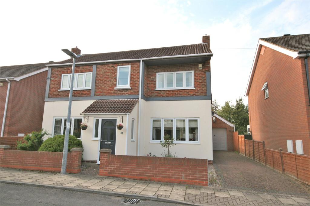 3 Bedrooms Detached House for sale in Spurn Avenue, Scartho, DN33