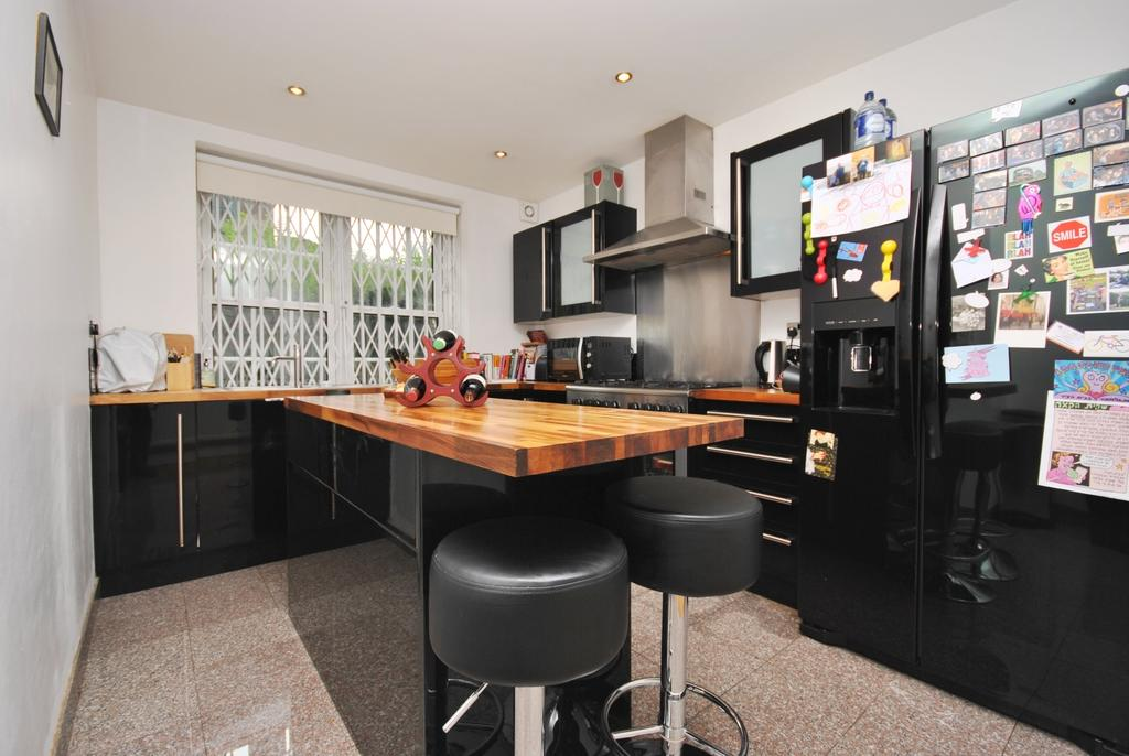 2 Bedrooms Flat for sale in Othello Close Kennington SE11