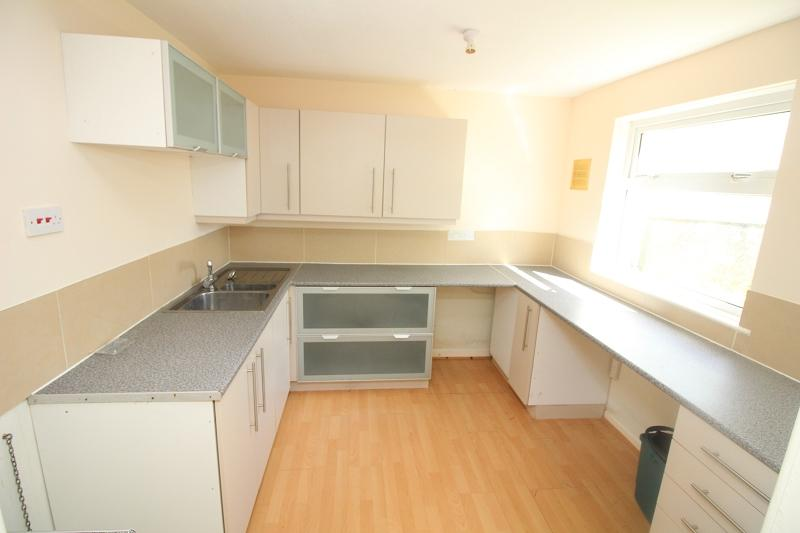 2 Bedrooms Ground Flat for sale in Larch Road, Milford Haven, Pembrokeshire. SA73 1BY
