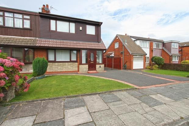 3 Bedrooms Semi Detached House for sale in Girvan Crescent Ashton In Makerfield Wigan