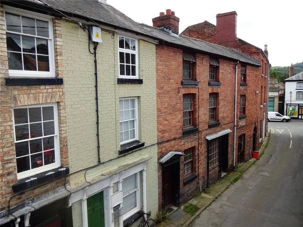 3 Bedrooms Terraced House for sale in Bridge Street, Llanfyllin, Powys