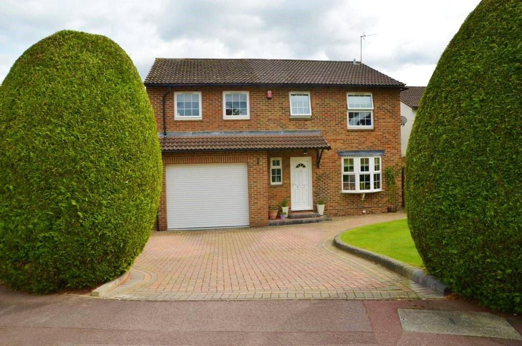 4 Bedrooms Detached House for sale in Hatfield Court, Calcot, Reading, Berkshire, RG31