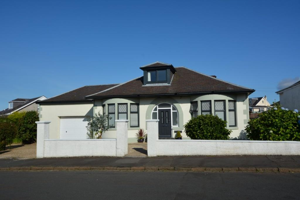 4 Bedrooms Detached Bungalow for sale in 1 Rankin Drive, Largs, KA30 9DA