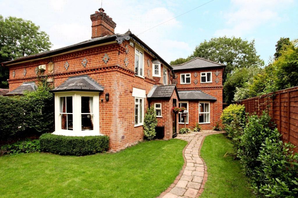 3 Bedrooms Semi Detached House for sale in Peartree Cottages, Lovel Lane, Winkfield, Windsor, SL4