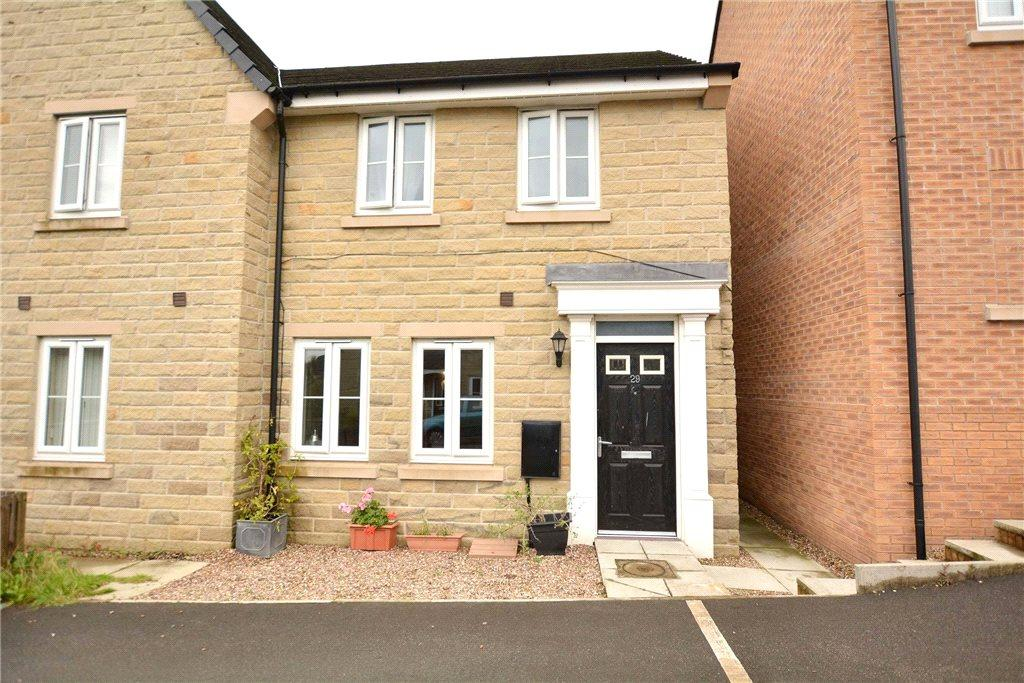 3 Bedrooms Semi Detached House for sale in Edward Close, Pudsey, West Yorkshire