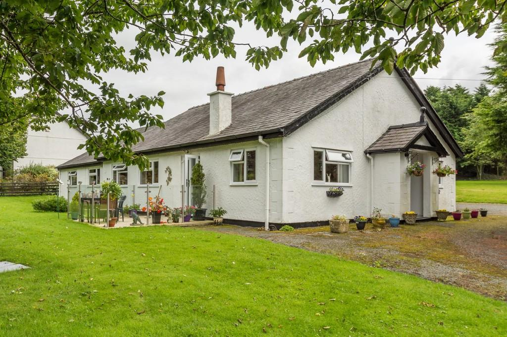 5 Bedrooms Detached Bungalow for sale in Rhostryfan, North Wales