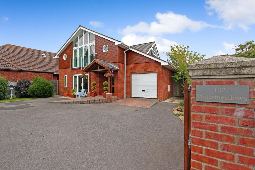 4 Bedrooms Detached House for sale in BURTON