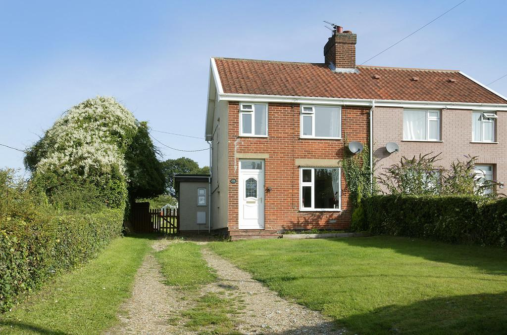 3 Bedrooms Semi Detached House for sale in Cantley Lane, Norwich