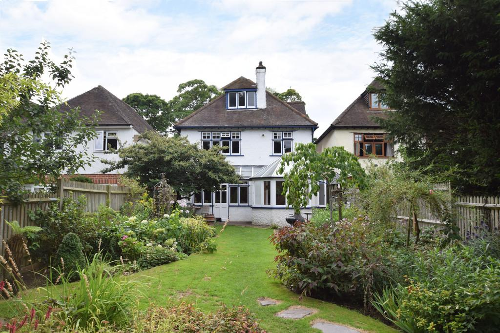 4 Bedrooms Detached House for sale in Shalford Road, Guildford GU4 8BL