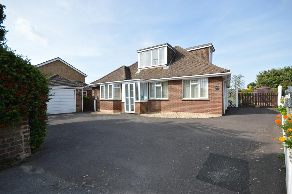 4 Bedrooms Detached Bungalow for sale in Stem Lane, New Milton