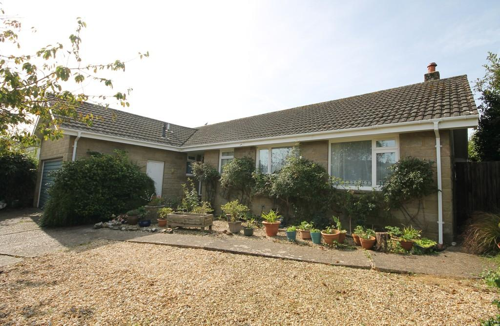 3 Bedrooms Detached Bungalow for sale in Freshwater Bay, Isle of Wight