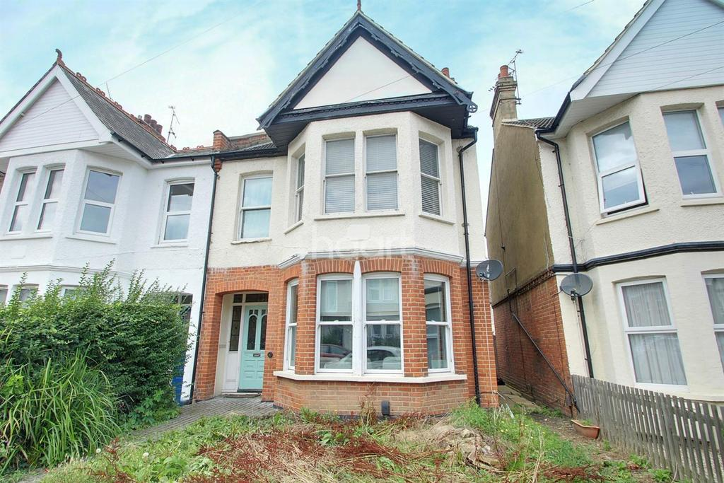 4 Bedrooms Semi Detached House for sale in Cranley Road, Westcliff on Sea