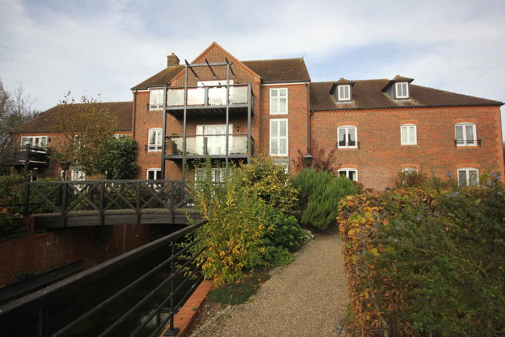 3 Bedrooms Flat for sale in CHURCH LEAT, DOWNTON, SALISBURY, WILTSHIRE, SP5 3PD