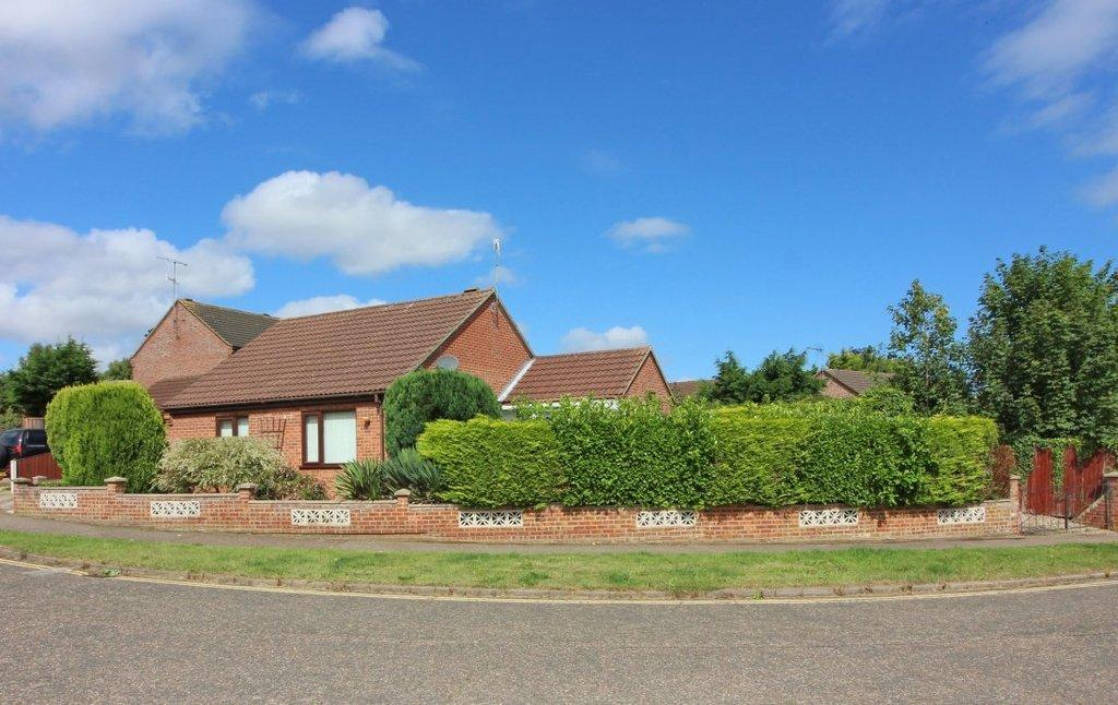2 Bedrooms Detached Bungalow for sale in Hamilton Close, North Walsham