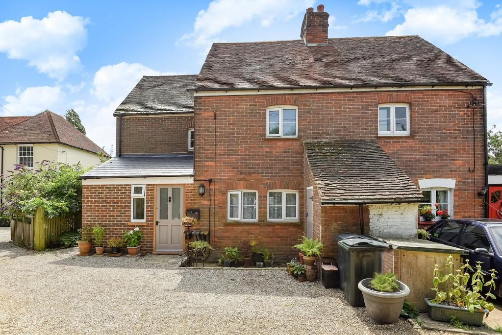 3 Bedrooms Semi Detached House for sale in The Street, Wittersham, Kent TN30 7EA