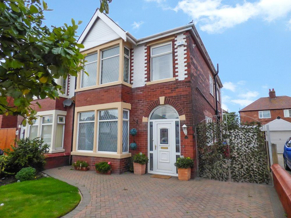 3 Bedrooms Semi Detached House for sale in Warley Road, North Shore, Blackpool