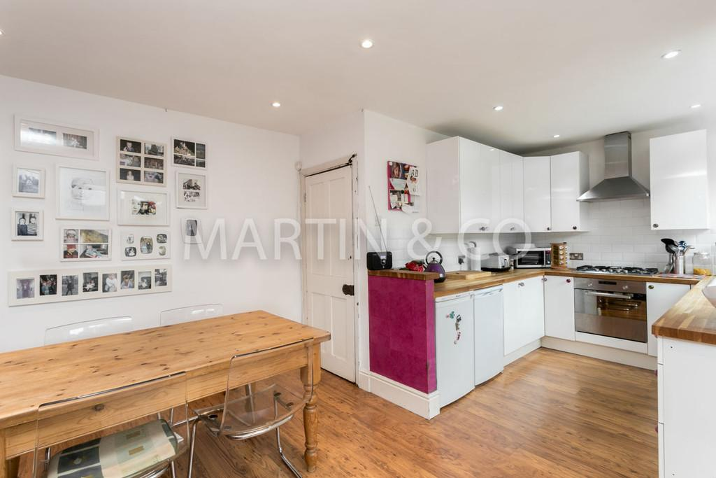 3 Bedrooms Terraced House for sale in Rectory Crescent, WANSTEAD