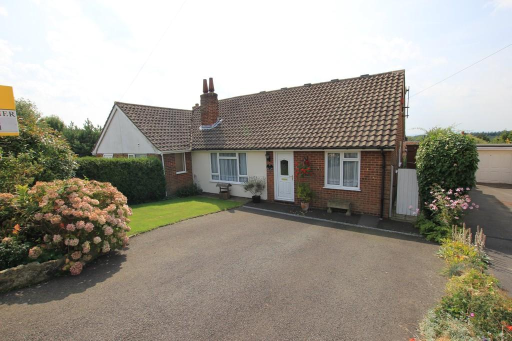 3 Bedrooms Chalet House for sale in Yew Tree Close, Heathfield