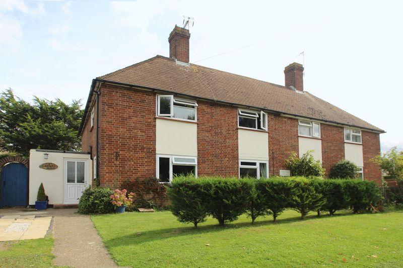 3 Bedrooms Semi Detached House for sale in Masefield Way, Tonbridge