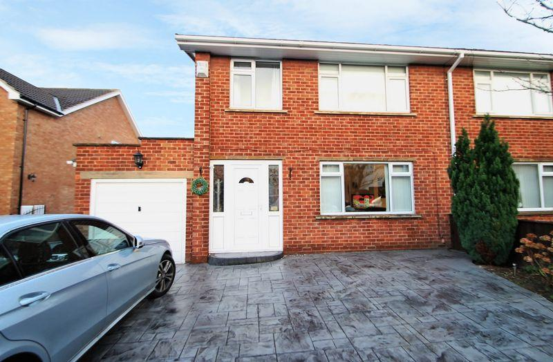 3 Bedrooms Semi Detached House for sale in Green Close, Nunthorpe, Middlesbrough, TS7 0DD
