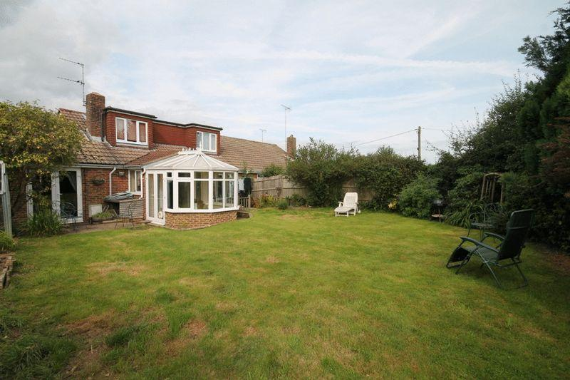 4 Bedrooms Semi Detached House for sale in Ockley Way, Keymer, West Sussex,