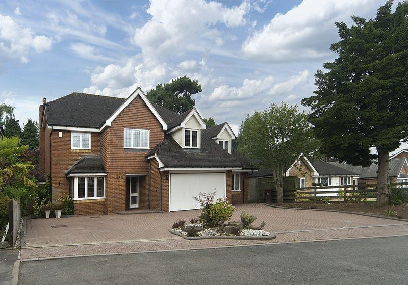 5 Bedrooms Detached House for sale in Hollycroft Gardens, Tettenhall, Wolverhampton