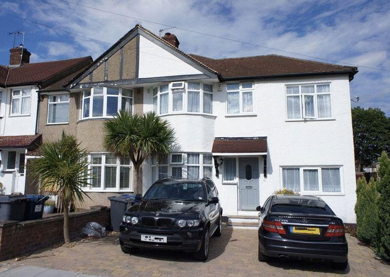 4 Bedrooms End Of Terrace House for sale in Beresford Avenue, Whetstone