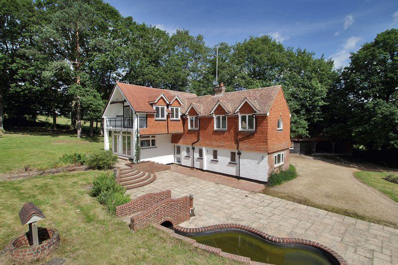 4 Bedrooms Detached House for sale in Plaistow Road, Loxwood