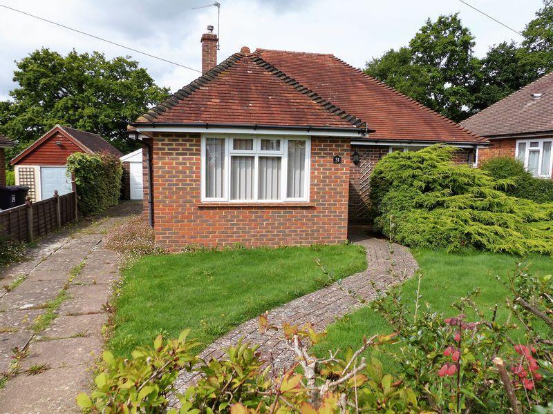 2 Bedrooms Detached Bungalow for sale in Cranleigh