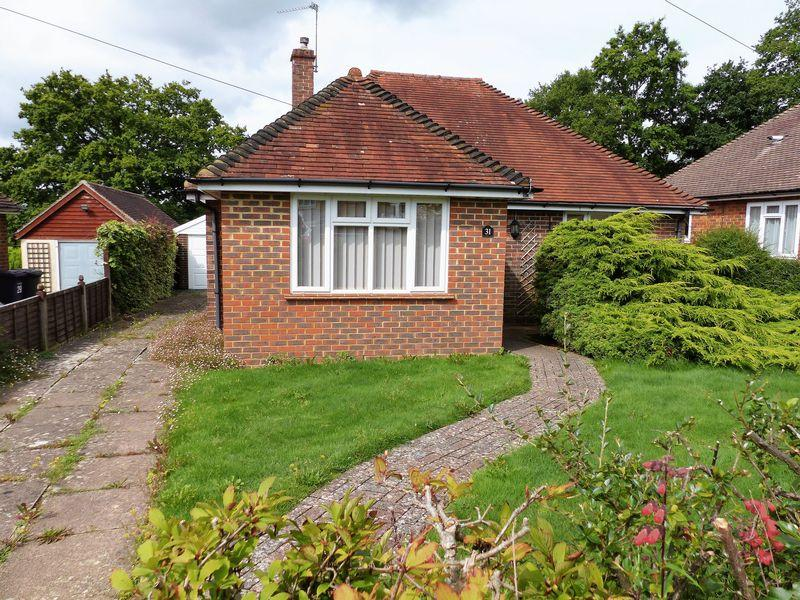 2 Bedrooms Detached Bungalow for sale in Cranleigh