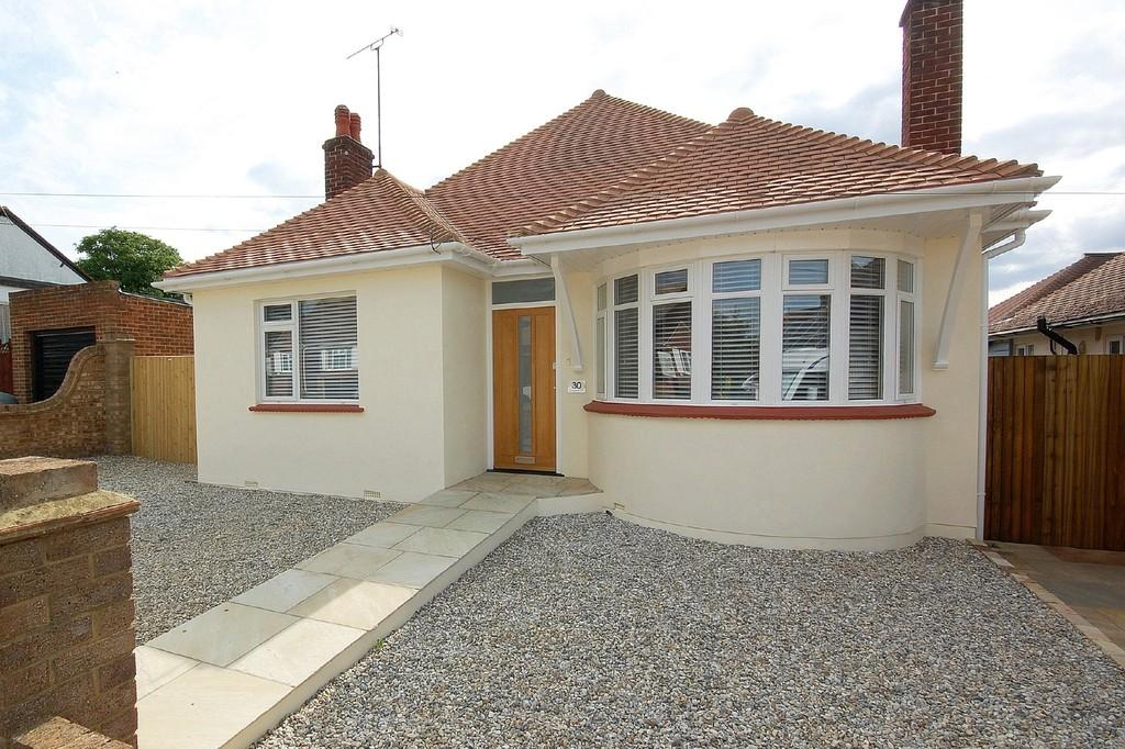 3 Bedrooms Detached Bungalow for sale in Lancaster Gardens, Herne Bay