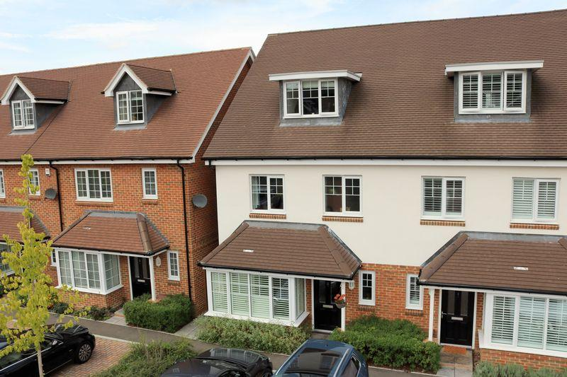 4 Bedrooms Semi Detached House for sale in Godalming