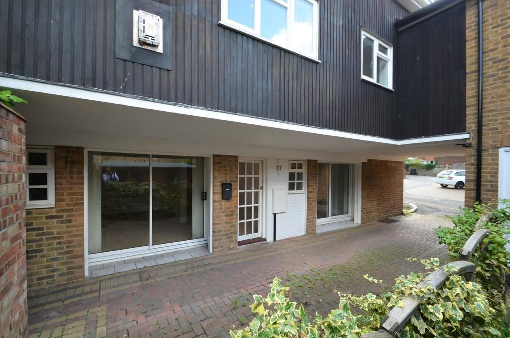 1 Bedroom Ground Flat for sale in Godalming
