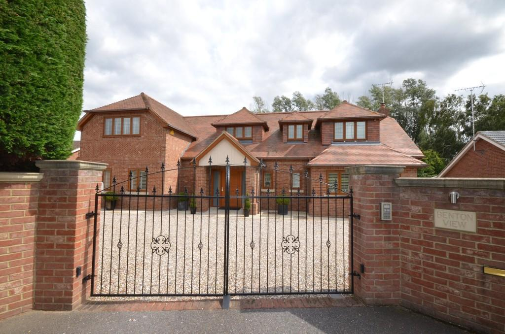 5 Bedrooms Detached House for sale in Maldon Road, Witham, CM8 1HU