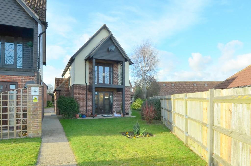 2 Bedrooms Maisonette Flat for sale in Bader Court, Martlesham Heath IP5 3UY
