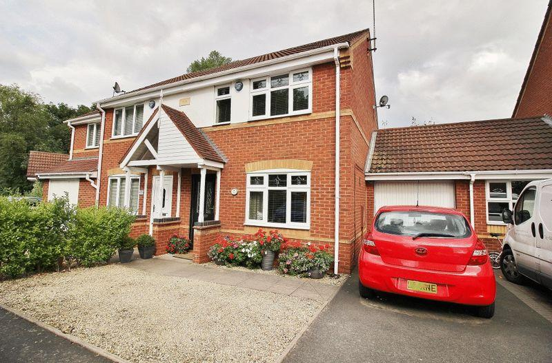 3 Bedrooms Semi Detached House for sale in Hawkswood Drive, Wednesbury