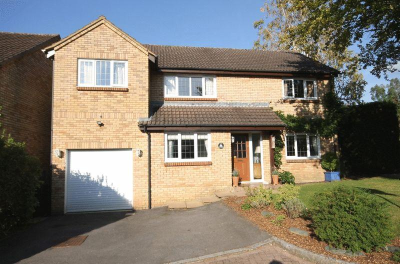 4 Bedrooms Detached House for sale in FETCHAM/BOOKHAM