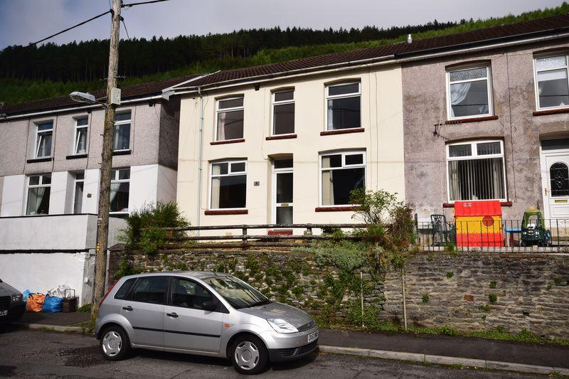3 Bedrooms Semi Detached House for sale in Sunnyside, Bridgend